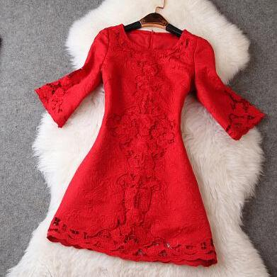 Embroidered hollow out round collar horn sleeve dress